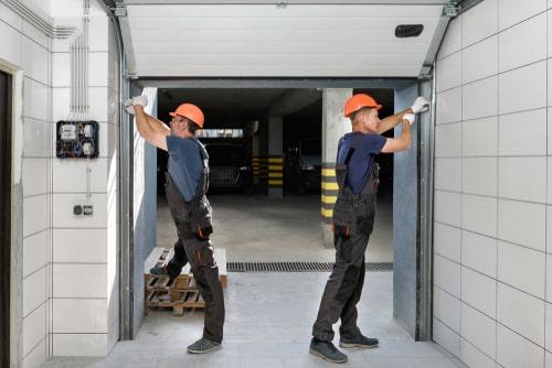 4 Reasons to Hire Garage Door Repair Pros